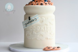 How To Make a Cookie Jar Cake